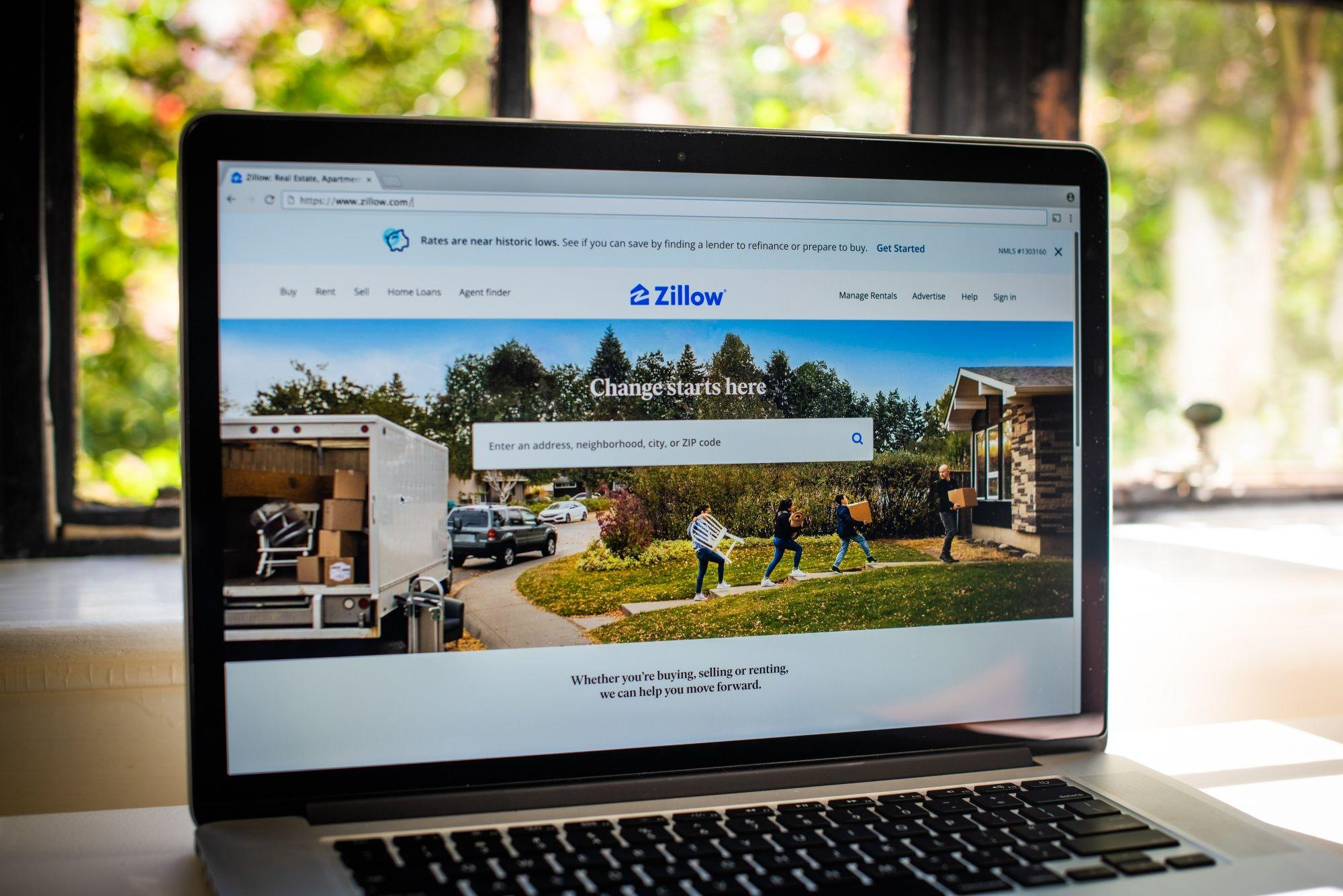 Zillow Pauses Homebuying as Tech-Powered Flipping Hits Snag