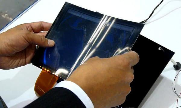 Toshiba presume de display LCD flexible (¡en vídeo!)