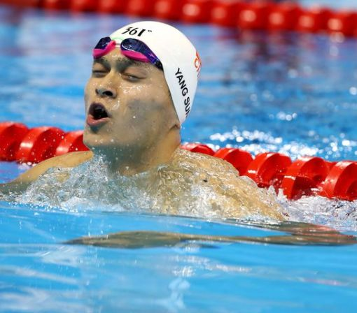 Olympian Sun Yang mercilessly sledged after his swim cap tries to flee his grasp