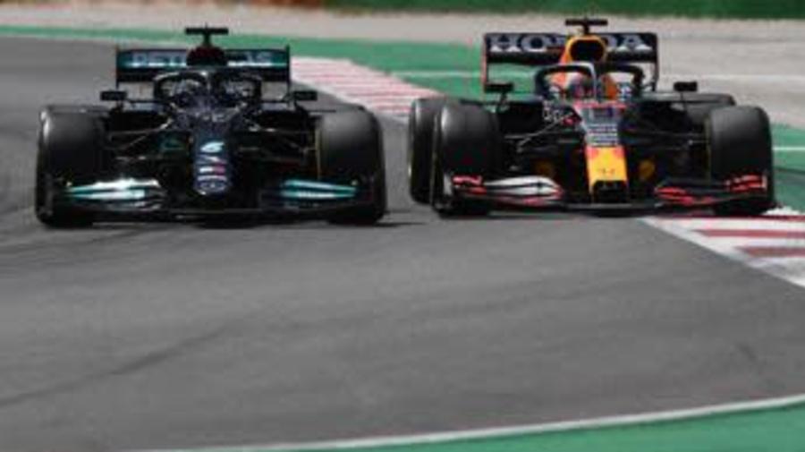 F1, Hamilton trionfa in Portogallo