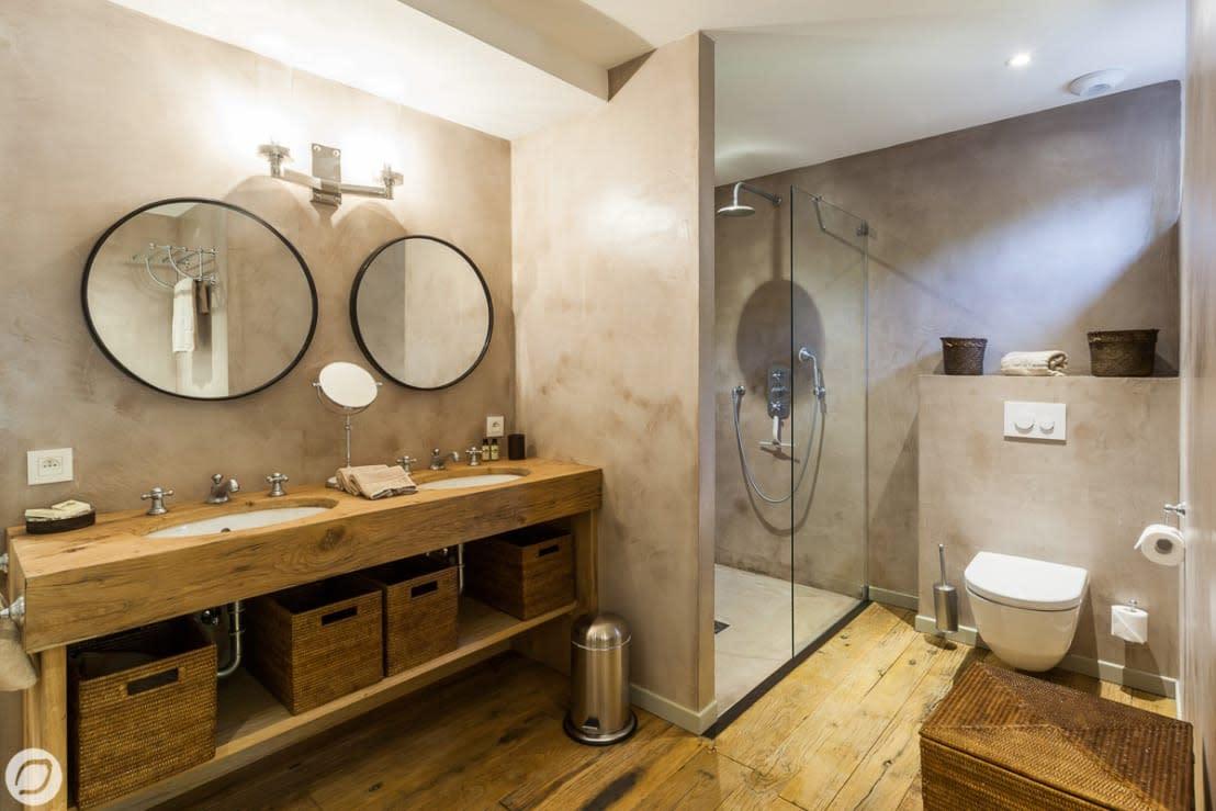 Rivestimenti per il bagno per chi non vuole le solite piastrelle