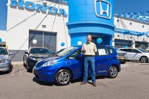 Honda serves up first Fit EV to California couple, no gasoline aftertaste