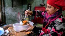 Um prato de comida, a prioridade para muitos argentinos