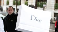 Only A Top Model Would Use A Dior Bag To Hide From The Paparazzi