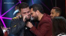 """Luciano Camargo se emociona ao cantar com filho Nathan no """"Altas Horas"""""""