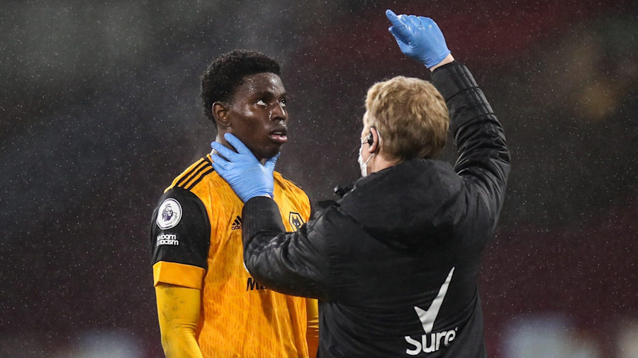 'Tunnel doctor' to have final say during Premier League trial of concussion substitutes
