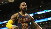VIDEO - NBA: LeBron James écoeure les Lakers