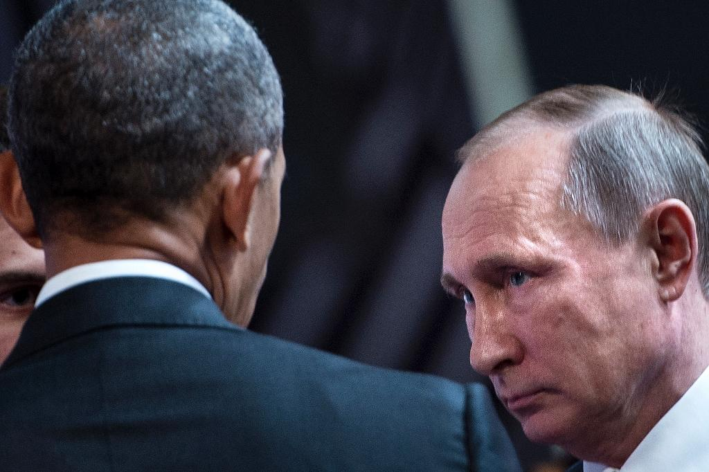 US President Barack Obama (L) and Russia's President Vladimir Putin before a meeting in Lima in November