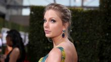 Taylor Swift gives money to fans who need cash in coronavirus crisis