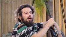 Cartolouco assume bissexualidade durante conversa em 'A Fazenda 12'