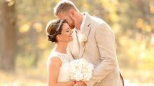 Deux jeunes mariés ont découvert qu'un être effrayant s'était invité sur leurs photos de mariage