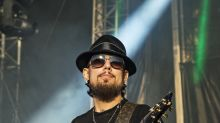 Dave Navarro talks mental health benefit, childhood trauma: 'Suicide has been a viable option in my past'