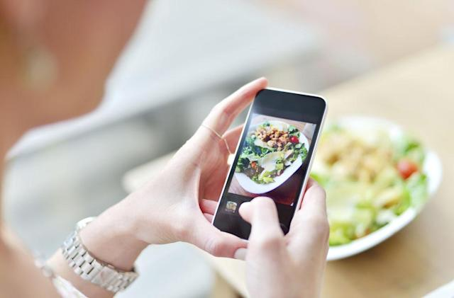 Google wants to help you post food photos on Maps