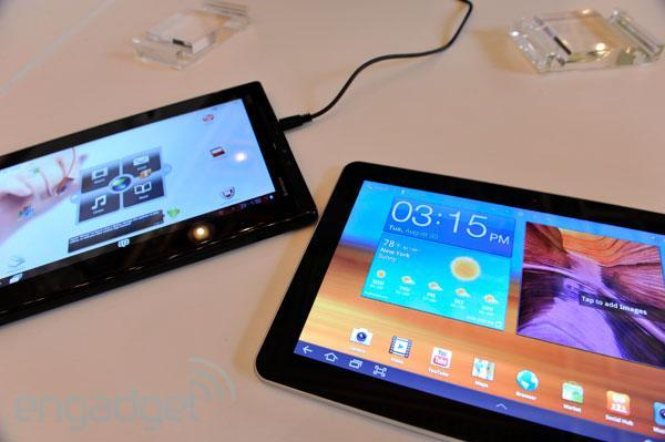 Lenovo ThinkPad Tablet vs. Samsung Galaxy Tab 10.1... fight!
