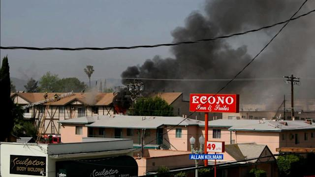 North Hollywood apartment fire: 1 dead, 4 hurt