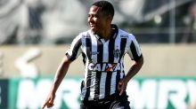 Santos tem três reforços fechados e espera Fifa para registrá-los