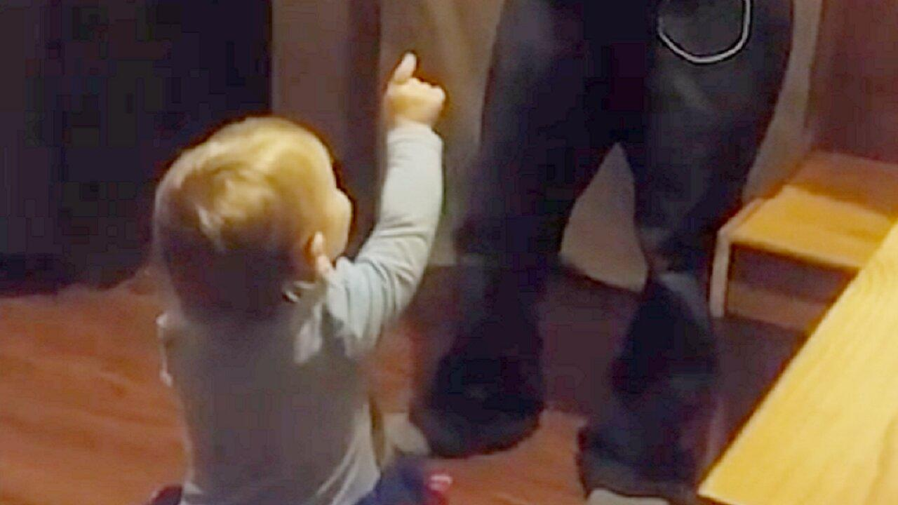 toddlers-hilarious-argument-with-dad-over-whos-cleaning-the-mess