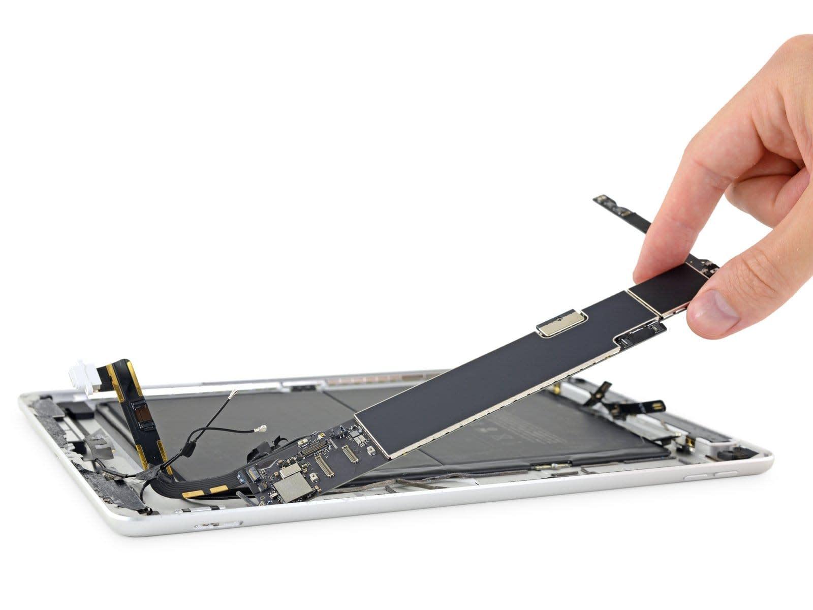 第7世代iPadがさっそく分解される。スマートキーボード接続のための磁石配置やメモリ1GB増量 - Engadget 日...