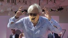 Sgarbi senza mascherina a Venezia 77, la reazione è furibonda