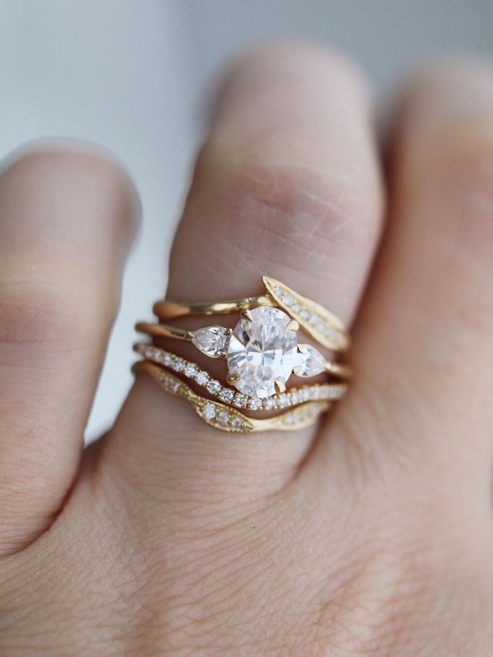 Pics Of Wedding Ring.This Stunning Engagement Ring Trend Is Blowing Up Thanks To Meghan
