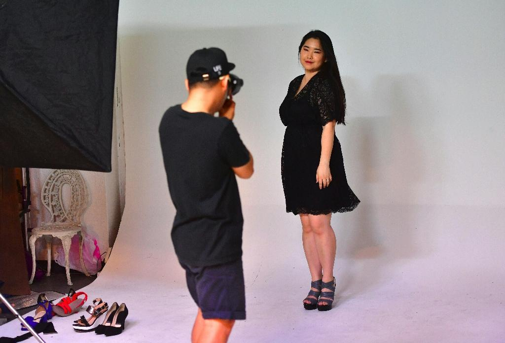 South Korean plus-size model Vivian Geeyang Kim poses during a photo shoot to update her online clothing shop in Seoul (AFP Photo/Jung Yeon-Je)