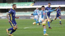 El Nápoles se estrella en Verona pese a un gol de récord de Lozano