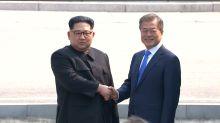 Sommet intercoréen : poignée de main historique entre Kim Jong-un et Moon Jae-in