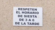 16 surrealistas carteles que solo podrás ver en España