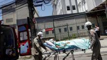 Paciente com Covid-19 morreu durante evacuação em incêndio no Hospital de Bonsucesso no Rio