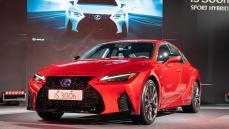 189萬元起!坐擁日系跑格魅力|Lexus IS 300h 正式上市