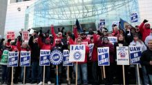 UAW leaders meet to review tentative deal with GM to end strike