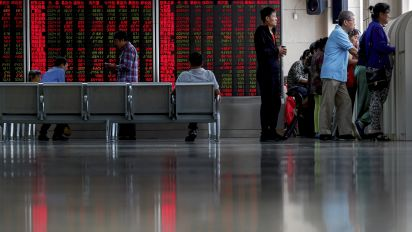 Global stocks, US futures edge lower on earnings