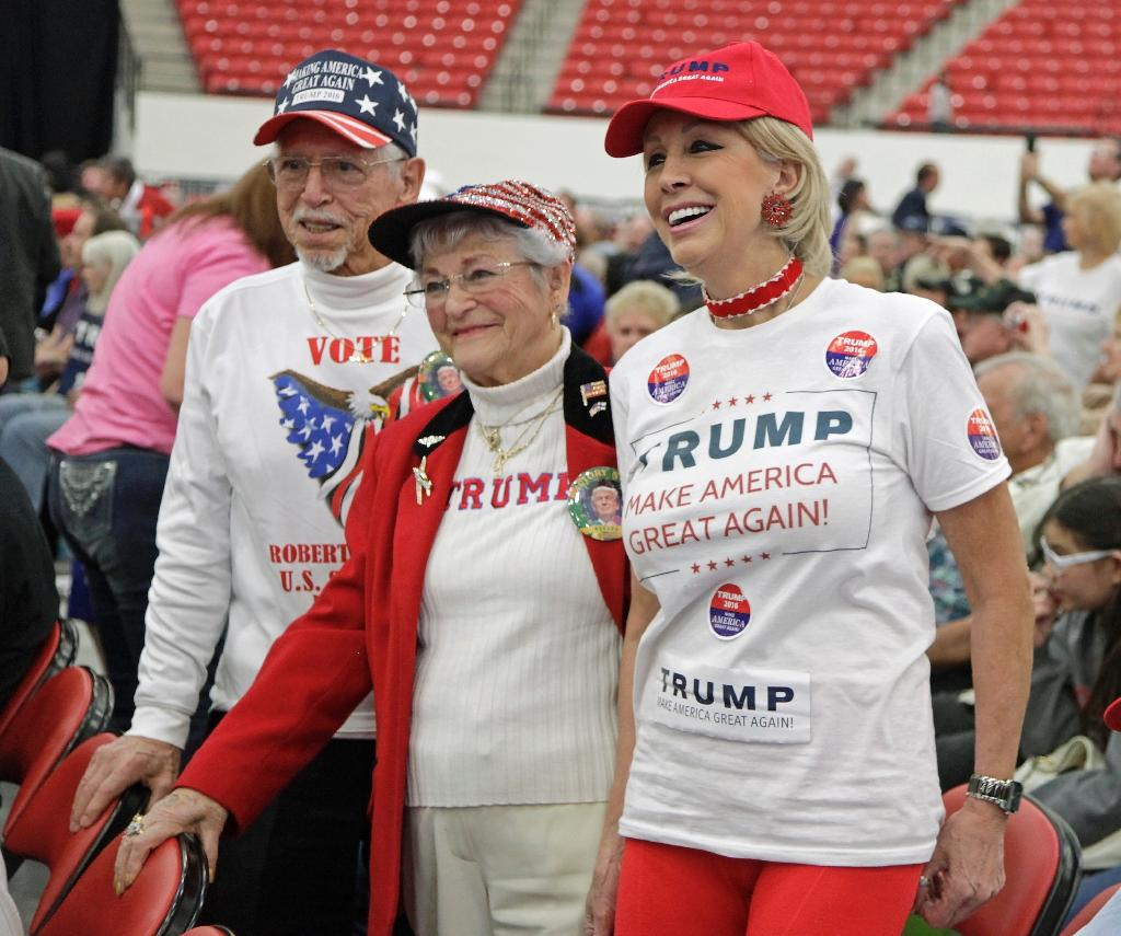 Supporters attend a rally with Republican presidential candidate Donald Trump at the South Point Hotel, Casino & Spa in Las Vegas, Nevada, February 22, 2016 (AFP Photo/John Gurzinski )