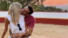 Enrique Ponce enciende las críticas por su comportamiento de adolescente enamorado