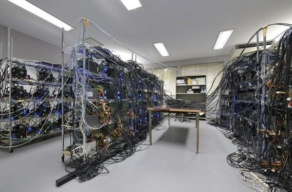 Tokyo University's Grape-DR supercomputer is a tangled green powerhouse