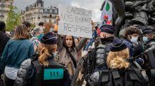 """Manifestations anti-masques : """"Si on est anti-masque, c'est qu'on est pro-maladie, voire pro-décès"""", dénonce un médecin"""