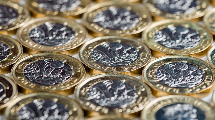 Pound plunges after Brexit secretary resigns