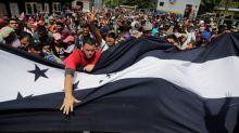La caravana de migrantes hondureños que intenta llegar a EEUU, pisa Guatemala