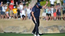 Leader Mickelson eyes 44th PGA Tour win