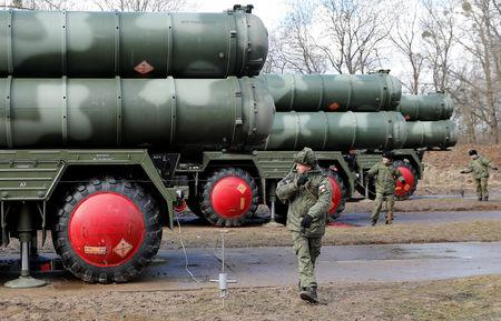 """FILE PHOTO: Russian servicemen stand next to a new S-400 """"Triumph"""" surface-to-air missile system after its deployment at a military base outside the town of Gvardeysk near Kaliningrad, Russia March 11, 2019. REUTERS/Vitaly Nevar/File Photo"""