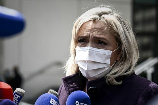 """Rentrée des classes: Le Pen dénonce """"la violence tranquille"""" des annonces de Blanquer"""