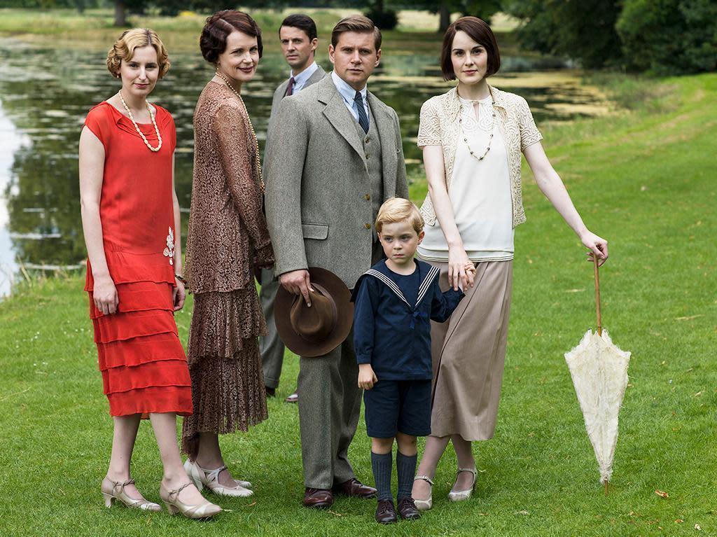 Downton abbey season 2 finale preview / Happy endings season 1
