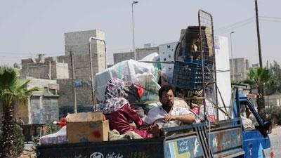 Tens of thousands flee Syria's largest city