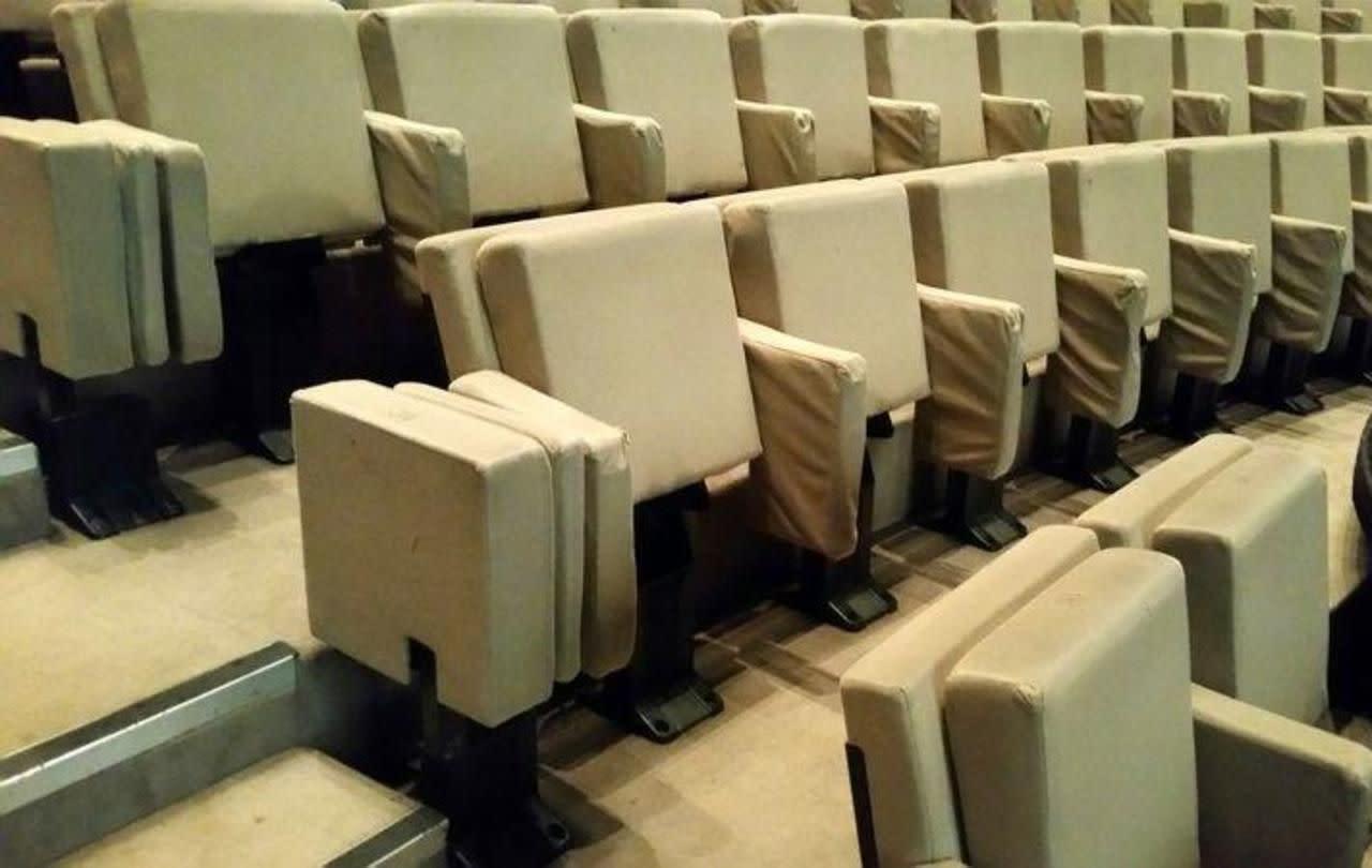 paris le th tre de la ville vend ses fauteuils sur internet. Black Bedroom Furniture Sets. Home Design Ideas
