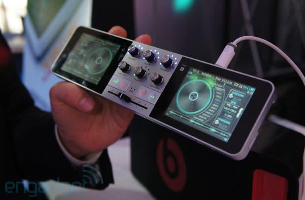 PDJ Portable Disc Jockey is a complete DJ system that fits in your pocket, we go hands-on (video)