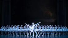 """Regardez """"Le Lac des cygnes"""" : les plus beaux spectacles de l'Opéra de Paris sont à savourer sur france.tv/culturebox"""