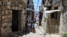 'Jatuh dari tebing': Kaum miskin Lebanon berutang demi membeli roti