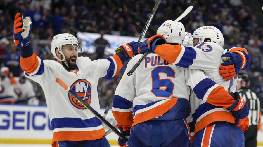 Islanders steal Game 1 from Lightning
