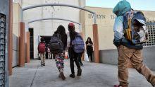 Estudiantes de primaria ganan una demanda millonaria contra California porque no saben leer