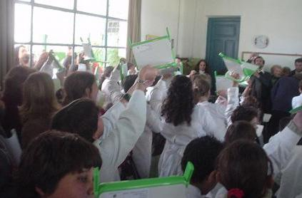 Uruguay youngsters receive batch of OLPC XOs